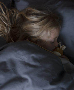 fabelab-sustainable-baby-child asleep in bedding